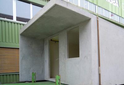 Parte frontale con aperture per porta e finestra