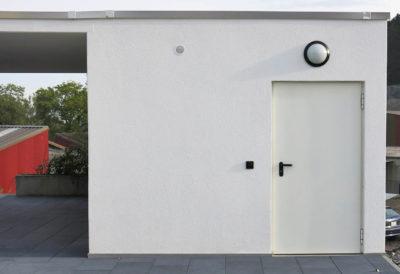 Parte frontale con porta