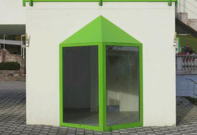 Spazio con balcone chiuso finestrato