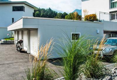3 garage sotterranei con parapetto da 50 cm di altezza con tetto sporgente