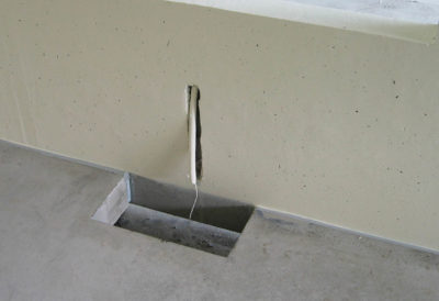 Apertura della parete e del pavimento per armadi elettrici